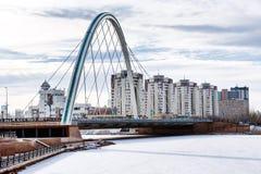 Bro över floden Ishim i Astana arkivfoto