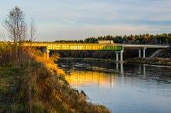 Bro över floden Neris royaltyfri bild