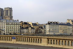 Bro över floden Seine, med ursnygg arkitektur, Paris, Frankrike, 2016 Arkivfoton