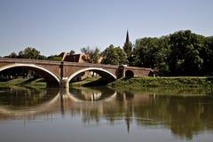 Bro över flodkupa i sisak Arkivfoto