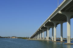 Bro över havet Arkivbilder