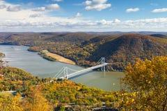 Bro över Hudson River Valley i nedgång royaltyfri fotografi