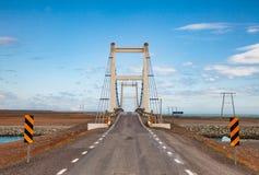 Bro över Jokulsa den is- floden på rutten 1 Ring Road nära Jokulsarlon sydöstliga Island Skandinavien royaltyfri bild