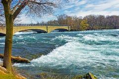 Bro över Niagara och ingångar av Niagara River Arkivfoton