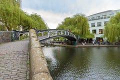 Bro över regentens kanal i Camden Town arkivbild