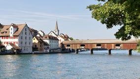 Bro över Rhen i Schweiz royaltyfri bild