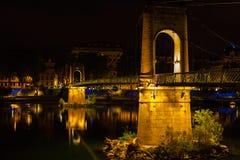 Bro över Rhone River i Lyon, Frankrike på natten Royaltyfri Fotografi