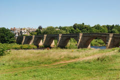 Bro över River Tyne på Corbridge i sommar Royaltyfria Foton