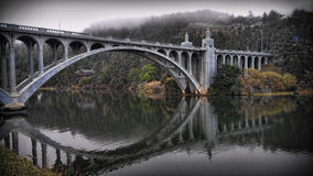 Bro över Rogue River Arkivfoton