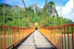 Bro över sångfloden i Laos Arkivbild
