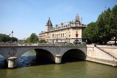 bro över seinen Royaltyfri Foto