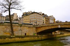Bro över Seinen Royaltyfria Foton