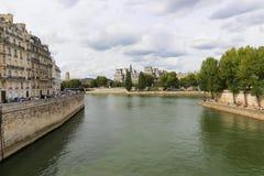 Bro över Seinet River, Paris Royaltyfri Fotografi