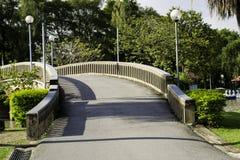 Bro över sjön Fotografering för Bildbyråer