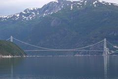 Bro över Sorfjorden i Norge, Skandinavien, Europa Arkivfoton