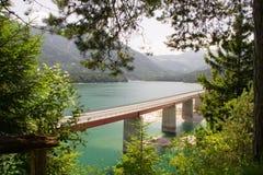 Bro över Sylvensteinseen Royaltyfri Fotografi