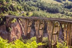 Bro över Tara River Canyon Arkivfoto