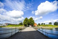 Bro över vallgraven i den Kronborg slotten, Danmark royaltyfri bild