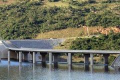 bro över vatten Fotografering för Bildbyråer