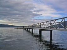 bro över vatten Arkivbild