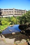 bro över vatten Arkivfoton
