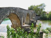 Bro av Arta på den Arachthos floden Epirus Grekland Royaltyfria Foton