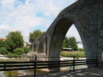 Bro av Arta på den Arachthos floden Epirus Grekland Royaltyfri Bild