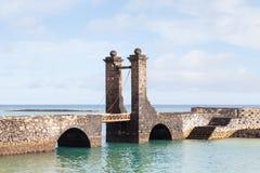 Bro av bollarna i Arrecife Royaltyfri Foto