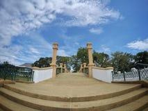 Bro av den Nakornsrithammarat staden arkivbild