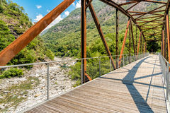 Bro av den Vallemaggia rutten i kantonen av Ticino i Schweiz Royaltyfri Foto