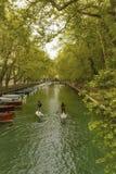 Bro av förälskelse - Pont des-kärleksaffärer arkivfoto