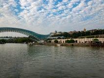 Bro av fred - Tbilisi, Georgia royaltyfri bild