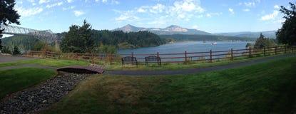 Bro av gudarna och den Columbia River klyftan royaltyfria foton