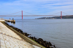 Bro av 24 Juli, Lissabon Arkivbild