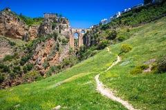 Bro av Ronda, en av de mest berömda vita byarna av Malaga Royaltyfri Bild