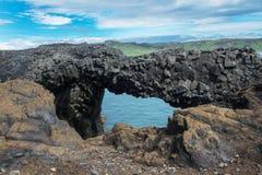 Bro av sexhörningsbasaltkolonnerna, Island Fotografering för Bildbyråer