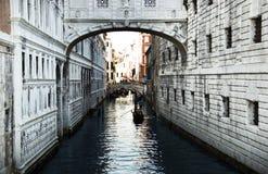 Bro av Sighs (den Ponte deien Sospiri) Venedig, Italien Royaltyfria Foton