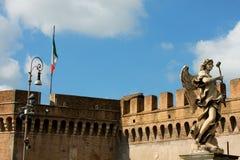 Bro av vinklar, Tiber och St Peter Basilica i Vaticanen, Rome, Arkivfoton