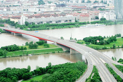 bro danube över arkivfoto