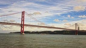 bro de lisbon portugal för 25 abril lager videofilmer