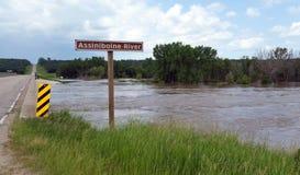 Bro för översvämningsAssiniboine flod, MB fotografering för bildbyråer