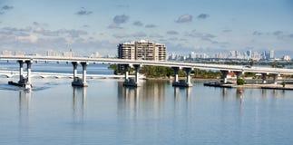 Bro för Biscayne fjärd i Miami, Florida Arkivbilder