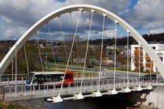 Bro för flodTaff Central Link Bridge St Tydfil ` s, Merthyr Tydfil, södra Wales, UK Royaltyfri Foto