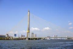 Bro för landskapRama 8 väg som korsar den Joa-Praya floden landmark arkivbild