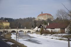 Bro för slott för stad för gata för Namest nad Oslavou bildfoto gammal arkivbilder
