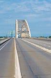 Bro för stålbåge Arkivfoto