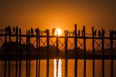 Bro för U Bein, Amarapura, Myanmar Royaltyfri Bild