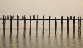 Bro för U Bein i Mandalay, Myanmar Royaltyfri Bild