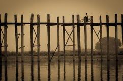 Bro för U Bein, Myanmar Fotografering för Bildbyråer