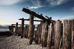 bro glömd hamn nära det gammala havet Arkivbilder